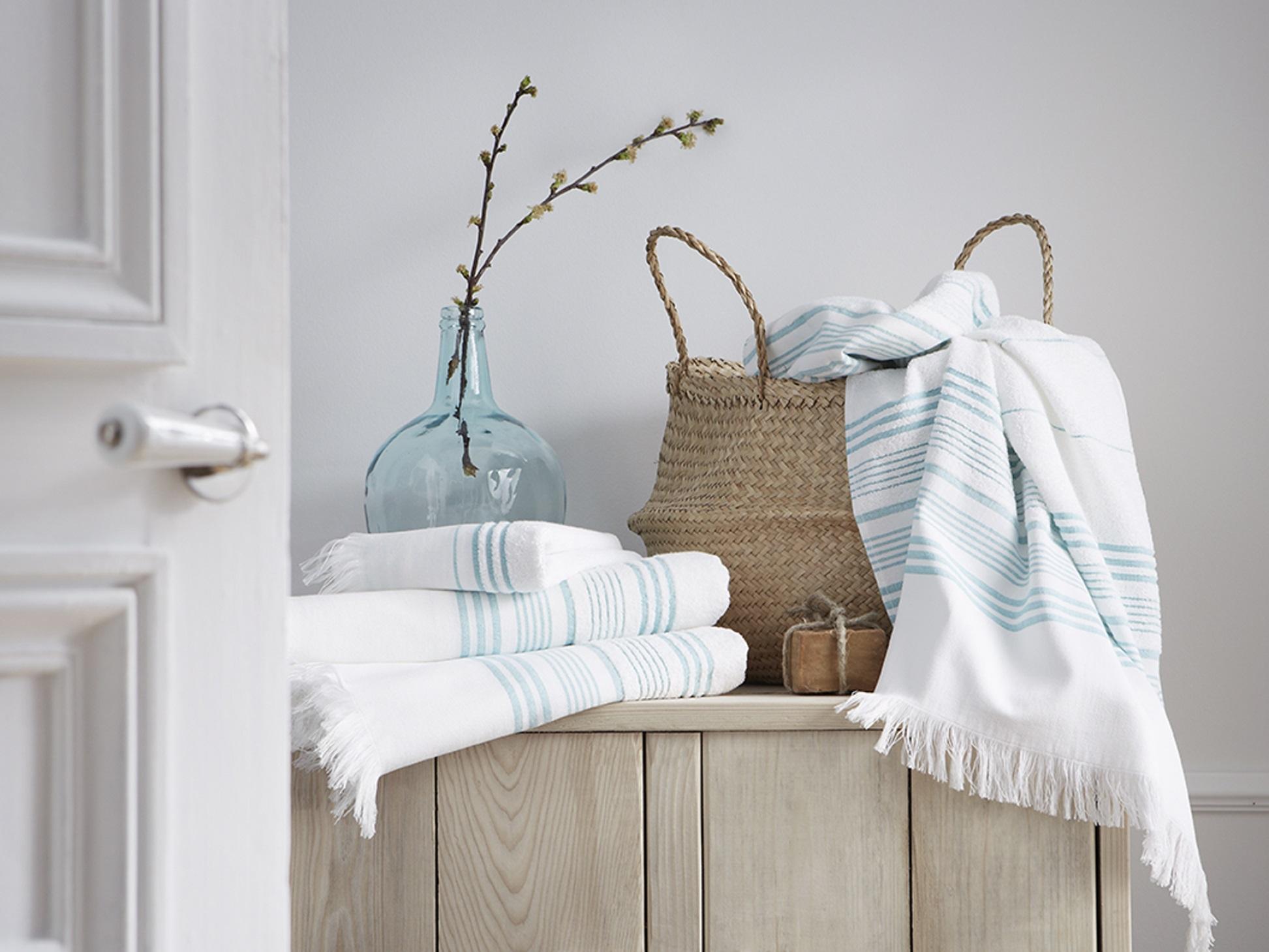 concours blanc cerise 575 de cadeaux gagner famille chat. Black Bedroom Furniture Sets. Home Design Ideas
